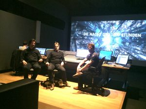 v.l.n.r.: Loic Collignon (Score Mixer), Virigil Widrich (Regie), S. Friedrich (Komponist), Michael Schillings (Mixer)